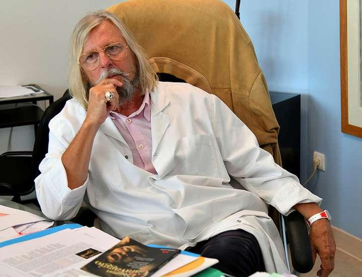 """Coronavirus : Un infectiologue reconnaît """"que le professeur Didier Raoult dit beaucoup de choses vraies"""""""