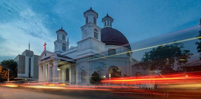 3 Tempat Wata Religi Di Indonesia Yang Tidak Pernah Sepi Yang Paling Terkenal