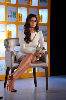 alia bhatt white dress at fructis launch 10