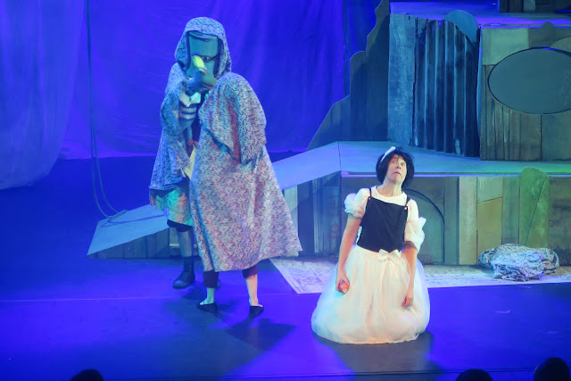 Snow White and the poisoned apple Puppet Panto The Berry Theatre