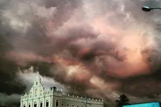 Estranha nuvem cor de rosa assusta moradores de Juazeirinho, na Paraíba