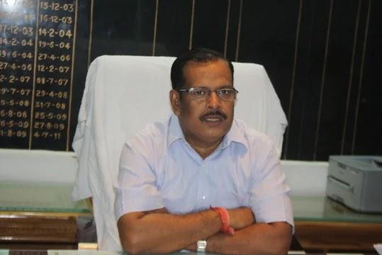 Jaunpur : डीएम ने स्कूलों को बंद करने का ...