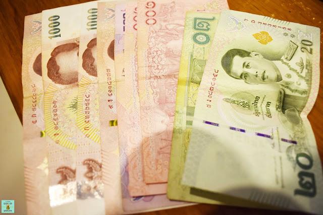 Dinero en Tailandia