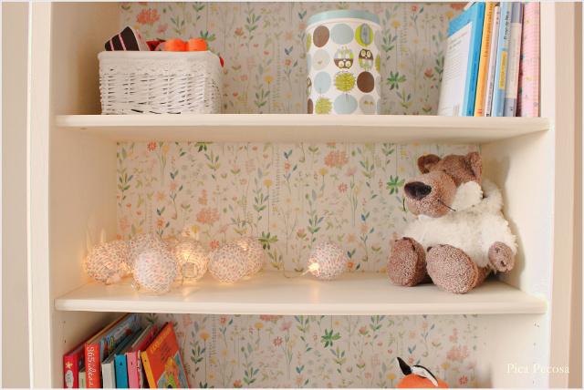 Recicla una estanter a de ikea con chalk paint y papel for Papel pintado cocina ikea