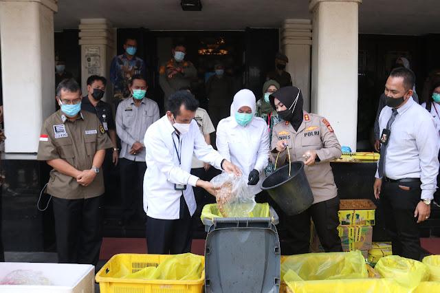 Wawako Palembang Bersama BBPOM Musnahkan Makanan Berformalin