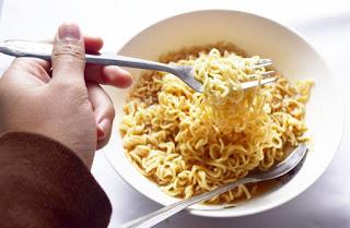 Penderita Asam Urat, Bolehkah Makan Mie Instan?