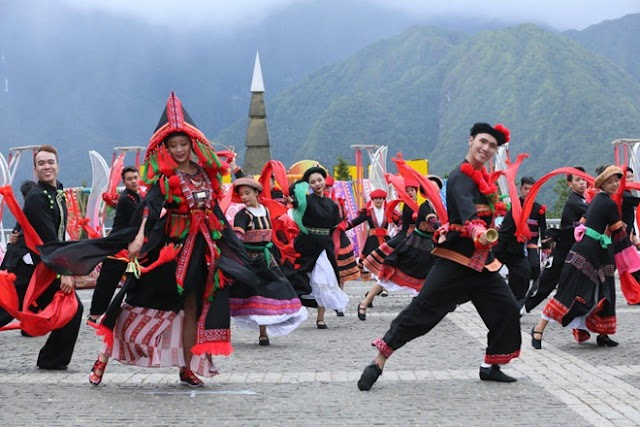 The most crowded bamboo dance in Vietnam at Fansipan set Guinness record
