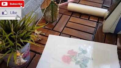ورق الزبدة الشفاف على شكل وردة حمراء