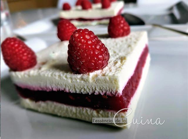 Mousse xocolata blanca gerds, postres, l'essència_de_la_cuina; Mousse chocholate blanca frambuesas, postres caseros