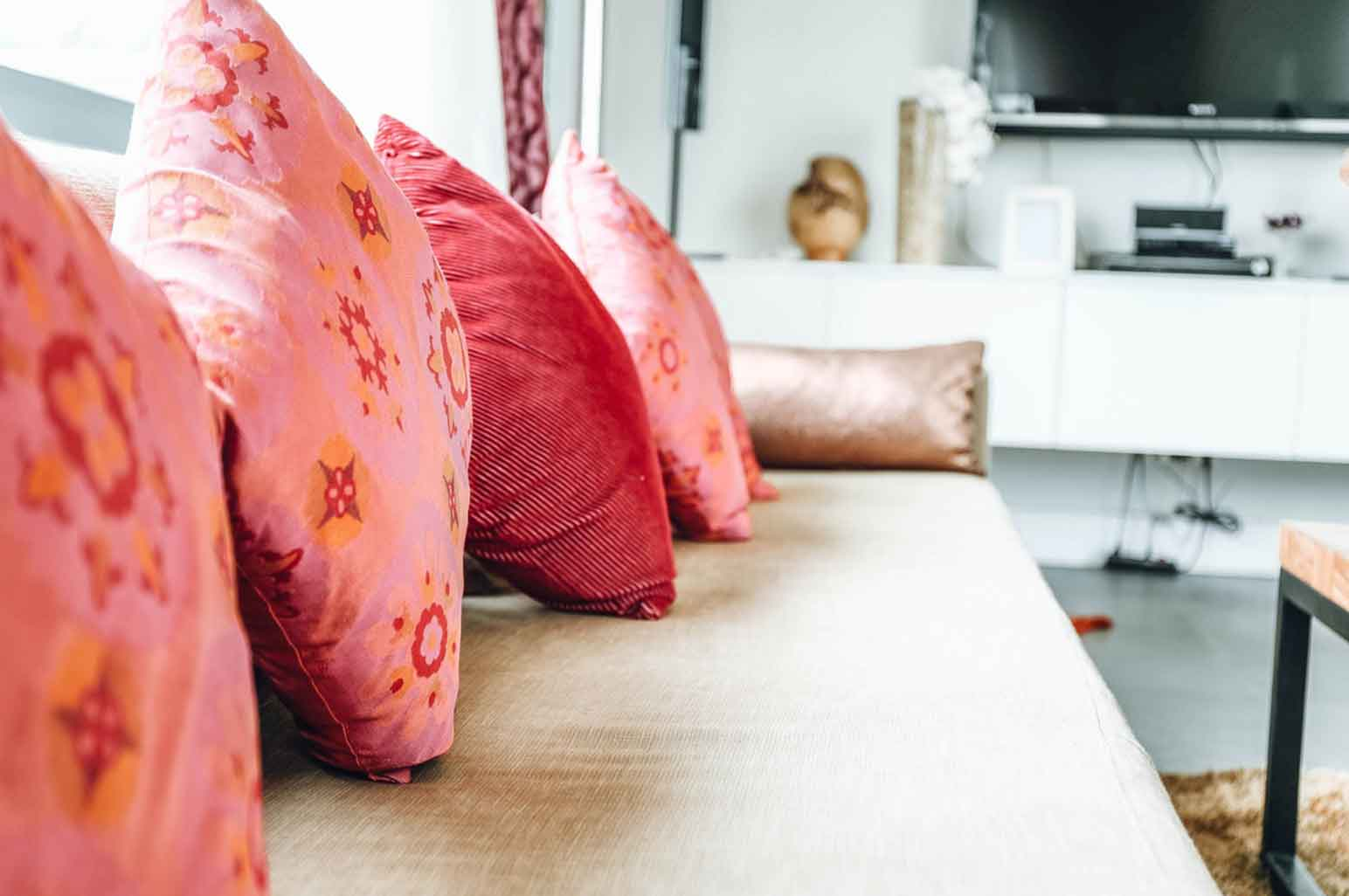How to Pick the Right Cushions for Your Living Room
