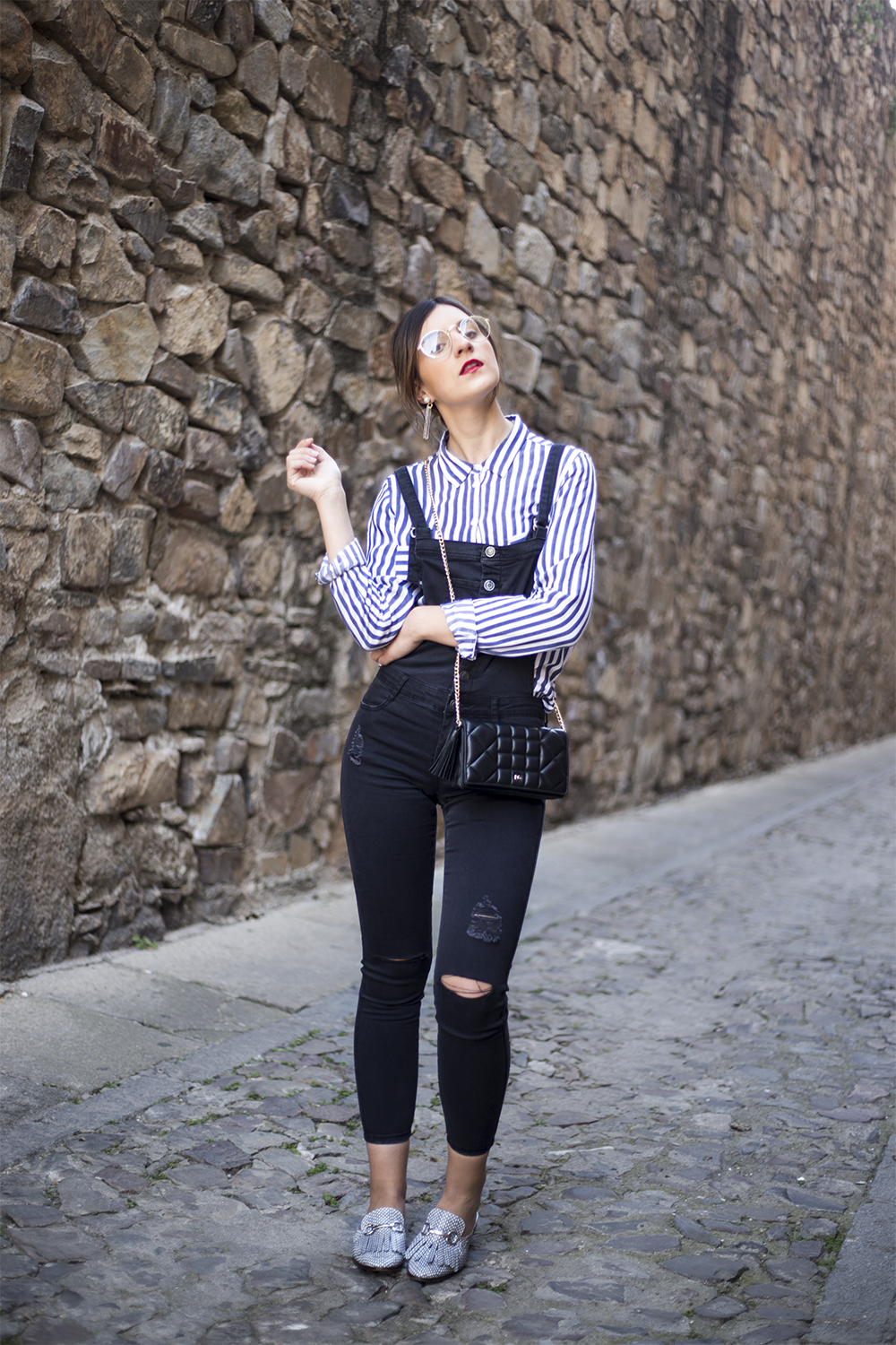 http://looking4theblacksheep.blogspot.com.es/2017/03/black-overall-stripes.html