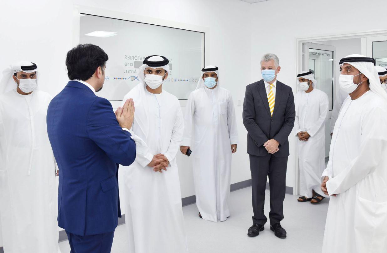 أحمد بن سعيد ومنصور بن محمد يفتتحان أحد أكبر مختبرات تحليل عينات بي سي آر بمطار دبي الدولي