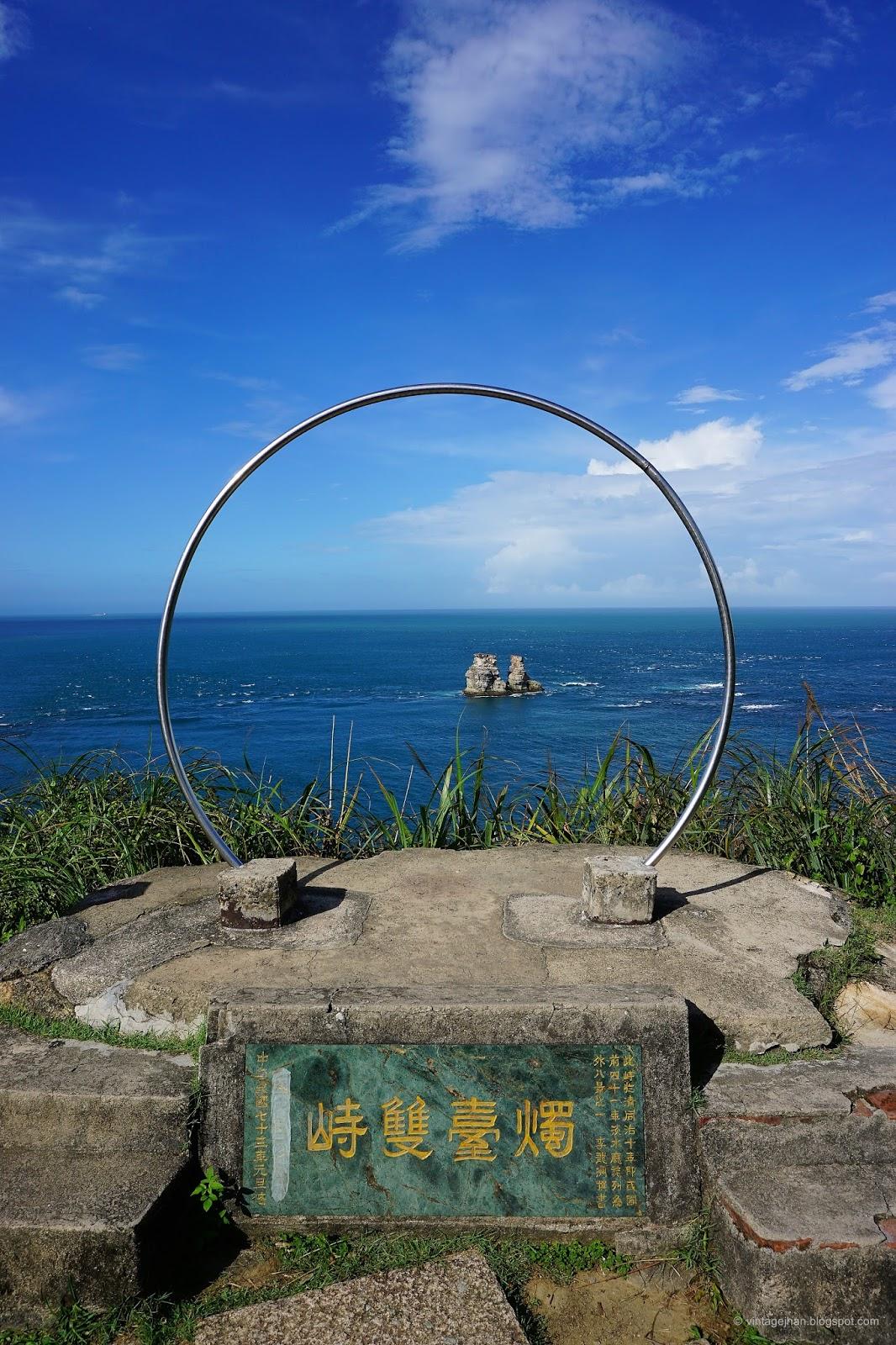金山八景第一景:燭臺雙峙,也是北海十二景之一
