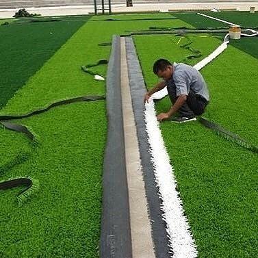 تركيب عشب ارضيات حدائق حوش بالمدينة