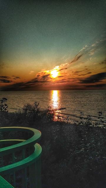 zachód słońca nad polskim morzem Rewal
