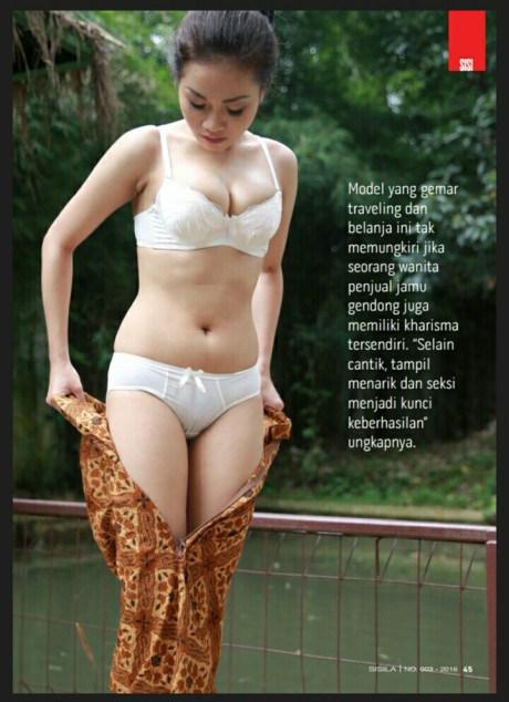 Alya Dior Penjual Jamu Seksi Pamer Buah Dada 5