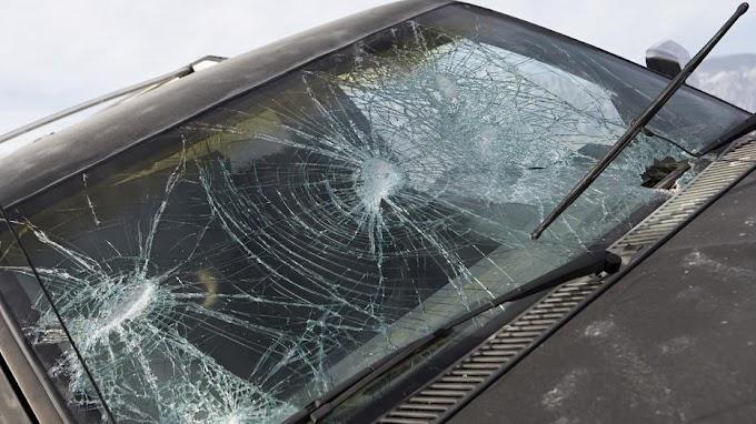 Egymásnak csapódott két autó a 72-es főúton, teljes útlezárásra lehet számítani