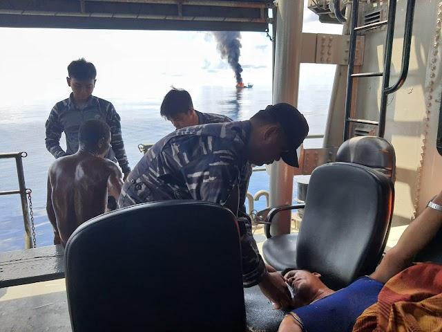 TNI Angkatan Laut Selamatkan 27 ABK KM Sinar Mas yang Terbakar