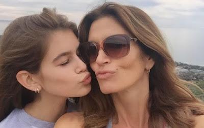 Сінді Кроуфорд знялася у спільній фотосесії зі своєю 14-річною дочкою Кайєю Гербер.