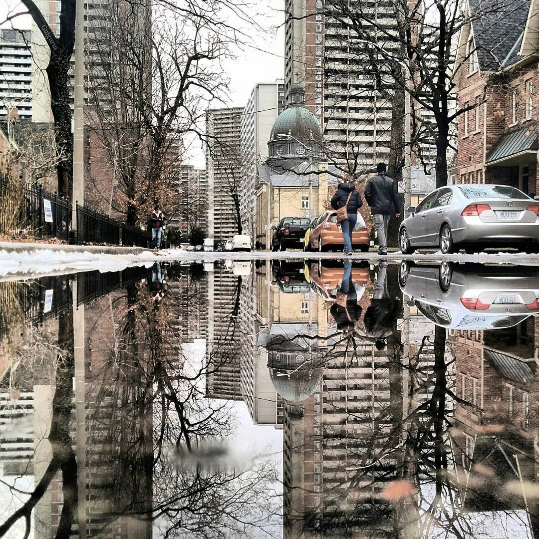 07-Toronto-Guido-Gutiérrez-Ruiz-The-World-Reflected-in-Photographs-of-daily-Life-www-designstack-co