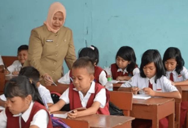 Pemerintah Akan Merekrut Guru Sebagai PPPK Saja