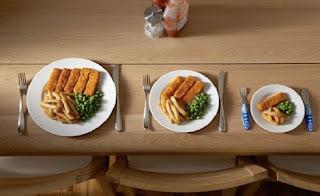 """<img src=""""comer-en-platos-pequeños.jpg"""" alt=""""la dieta de las 1000 calorías diarias, te invita a comer en platos más pequeños"""">"""