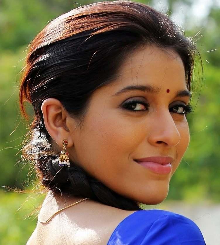 Beautiful Telugu TV Anchor Rashmi Gautam Face Close Up Photos