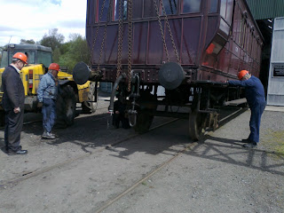 The carriage body is lowered onto a temporary axle