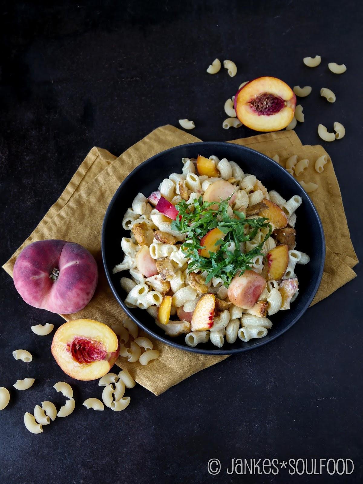 Fruchtiger Nudelsalat mit Hähnchen