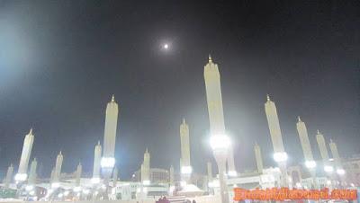 Purnama di atas Masjid Nabawi