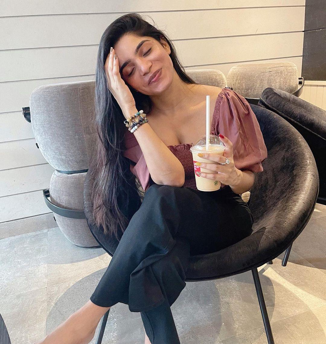Actress Divya Bharathi Latest Hot Navel & Cleavage Photos
