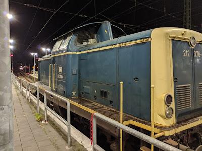 Br 212 376-8 in Beige Orientblau