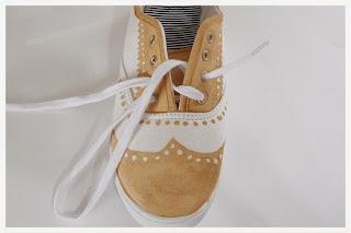 Kerajinan Tangan Dari Bahan Bekas, Sepatu Lukis Unik 9