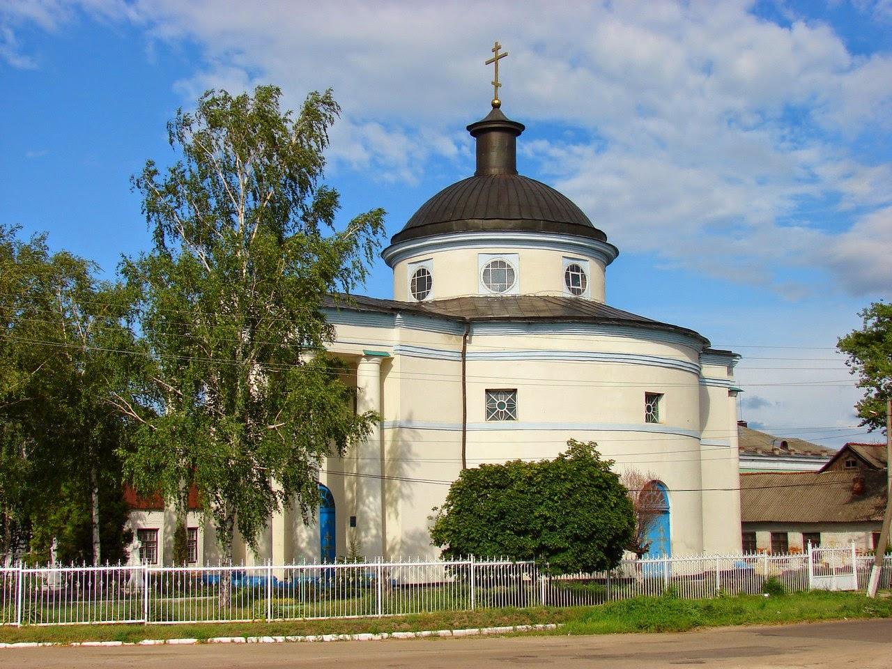 Вид сбоку на церковь