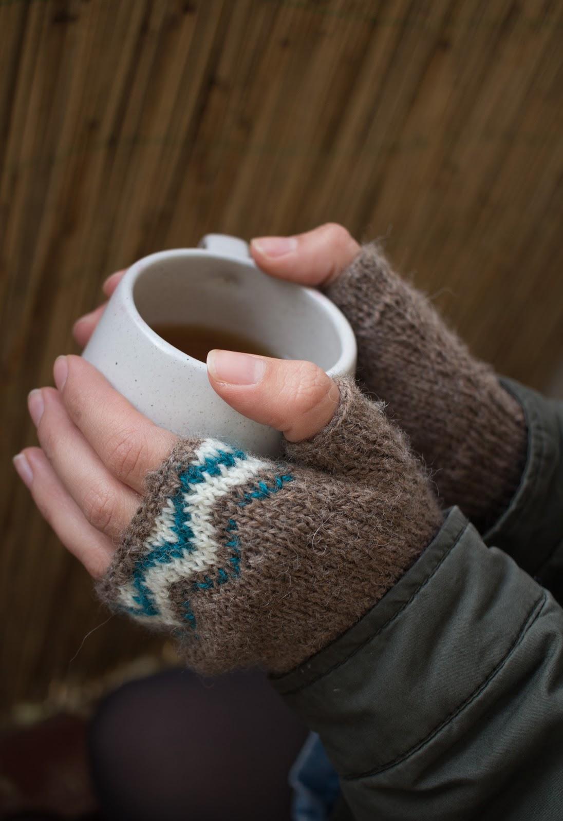 Fingerlose Handschuhe und Mütze mit Jaquard Muster - Green Bird ...
