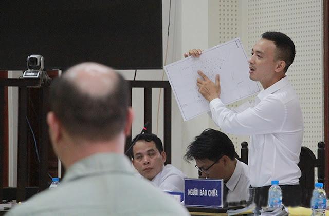 Bị cáo chỉ tay chửi thẳng mặt Chủ tọa phiên tòa và Viện kiểm sát đầy phẫn uất 11