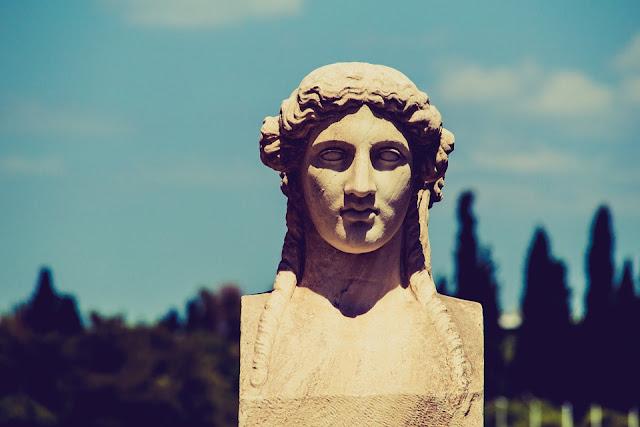 https://pixabay.com/pl/statua-twarz-grecja-stadion-ateny-1002146/