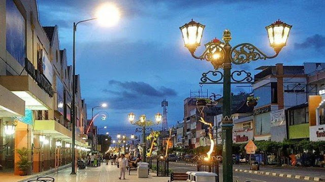 Attraction and History of Malioboro Street, Yogyakarta