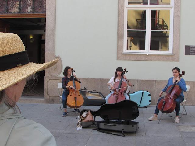 artistas de rua na Rua das Flores