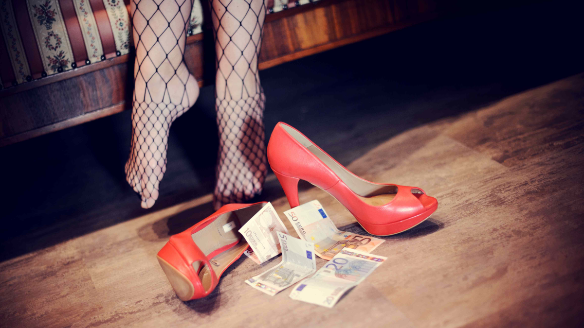 Minorenne incinta prostituzione minorile Polizia