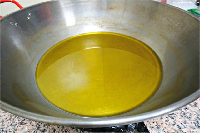 Receta del Choto al Ajillo: Paila con Aceite de Oliva