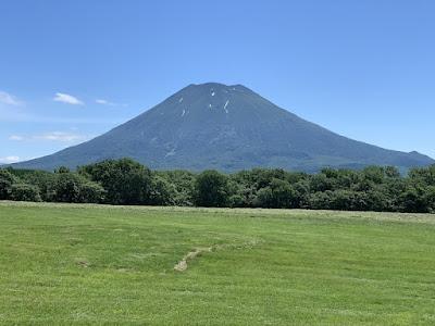 高橋牧場から見た羊蹄山