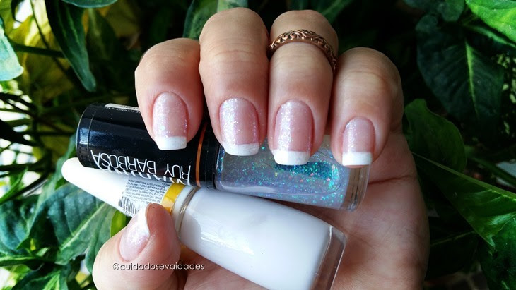 Francesinha branca estilo unhas de gel