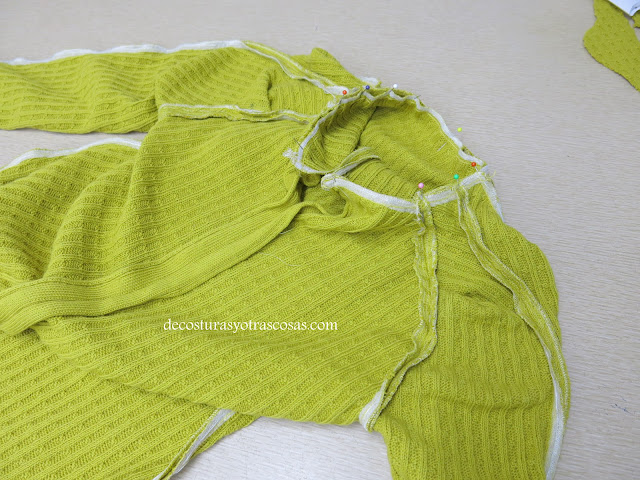 como coser cuello alto en un vestido