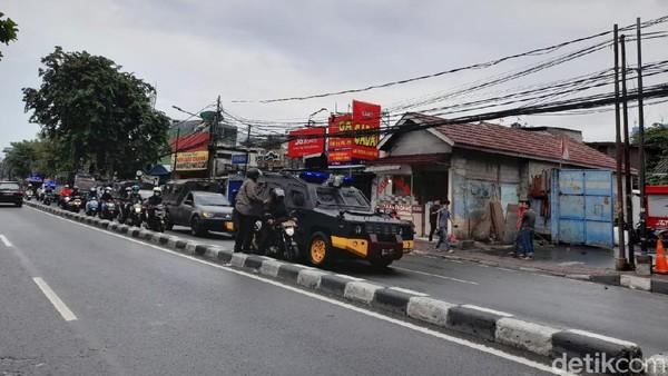 Lewati Petamburan III, Rombongan Polisi-TNI Patroli di Jakpus