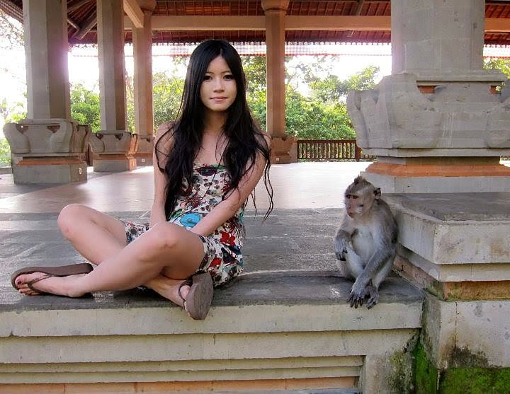 Charmian Chen and her monkey are very glad to see the online face of nature.