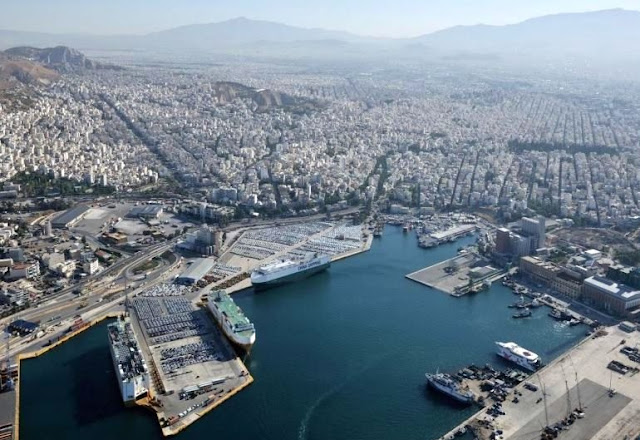 8132 pairs of Adidas and Nike false sneakers confiscated in Piraeus port with destination Albania