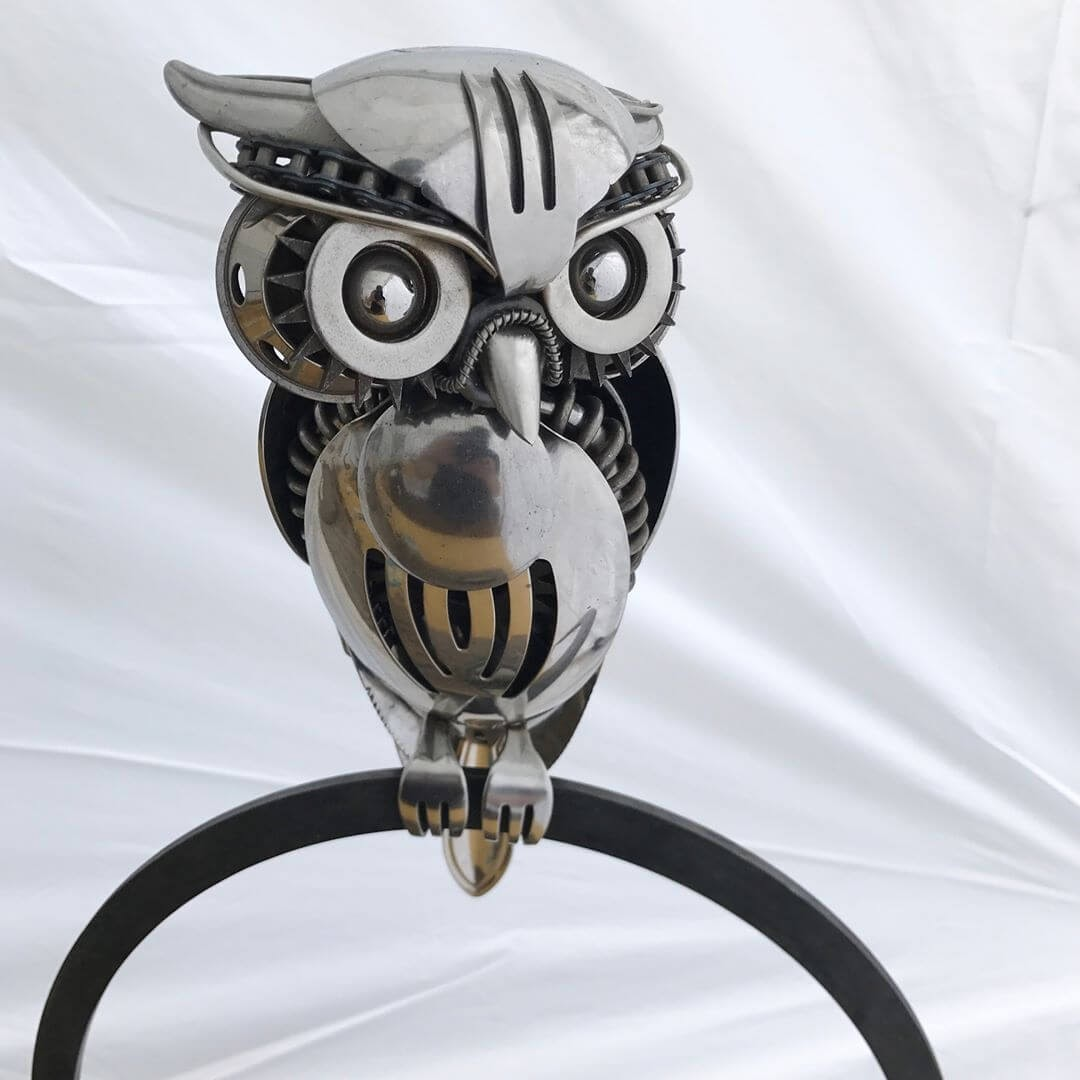 02-Demian-the-Owl-Matt-Wilson-Recycled-Animal-Cutlery-Sculptures-www-designstack-co