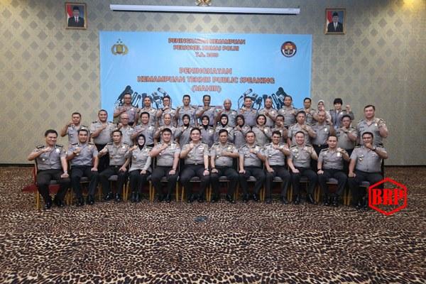 Polri Tutup Pelatihan Teknis Public Speaking Personel Humas Polri TA. 2019