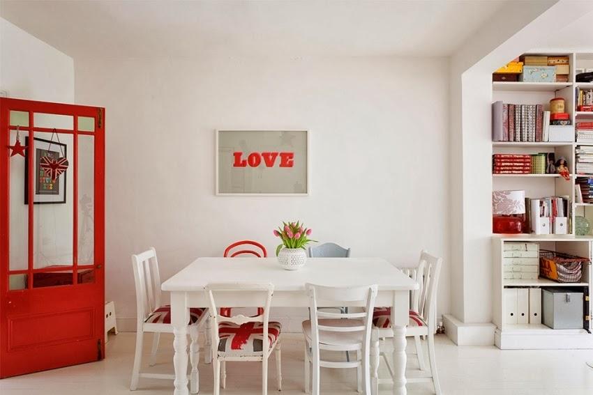 Wesołe mieszkanie w stylu skandynawskim, wystrój wnętrz, wnętrza, urządzanie domu, dekoracje wnętrz, aranżacja wnętrz, inspiracje wnętrz,interior design , dom i wnętrze, aranżacja mieszkania, modne wnętrza, styl skandynawski, scandinavian style, styl nowoczesny, czerwone dodatki, jadalnia